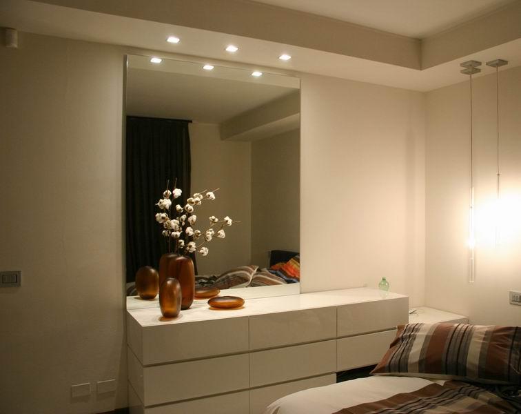 Camera con como 39 laccato specchio e ribassamento con faretti carminati e sonzognicarminati e - Bagiu per camera da letto ...