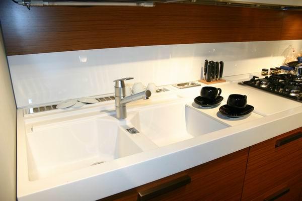 Cucina sistema z di snaidero carminati e for Lavello cucina bianco